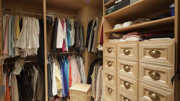 Til garderoben hører sig bedrolles